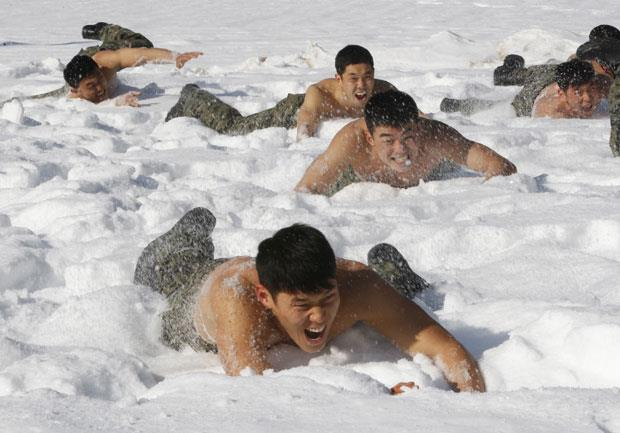 photo of blizzard blast snow crawl